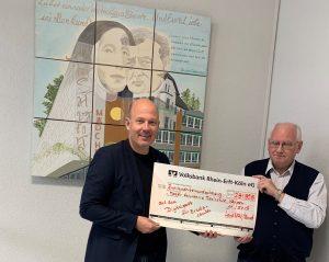Digitalpaket Schule - Frank Rock überreicht Scheck an Mater Salvatoris Realschule